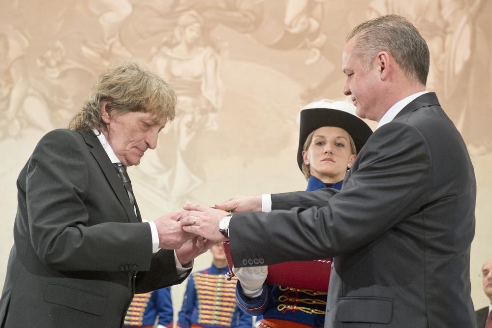 Hudobník Marián Varga dostal od Kisku Pribinov kríž II. triedy. Foto - TASR