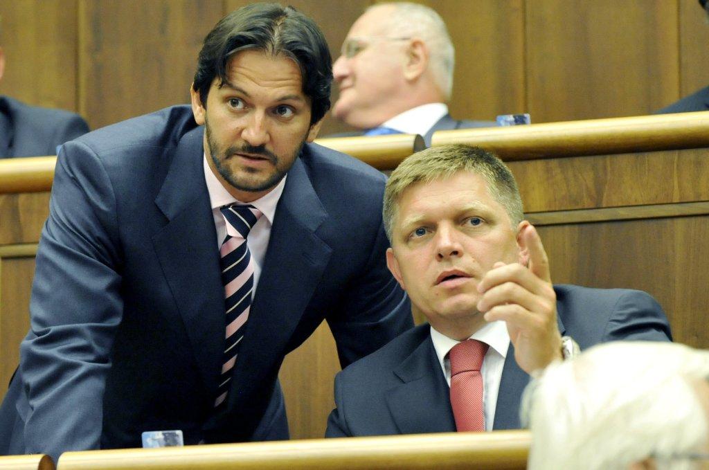 Minister vnútra Robert Kaliňák má pod sebou vyšetrovací tím, premiér Robert Fico bol podľa spisu v konšpiračnom byte. Foto - TASR