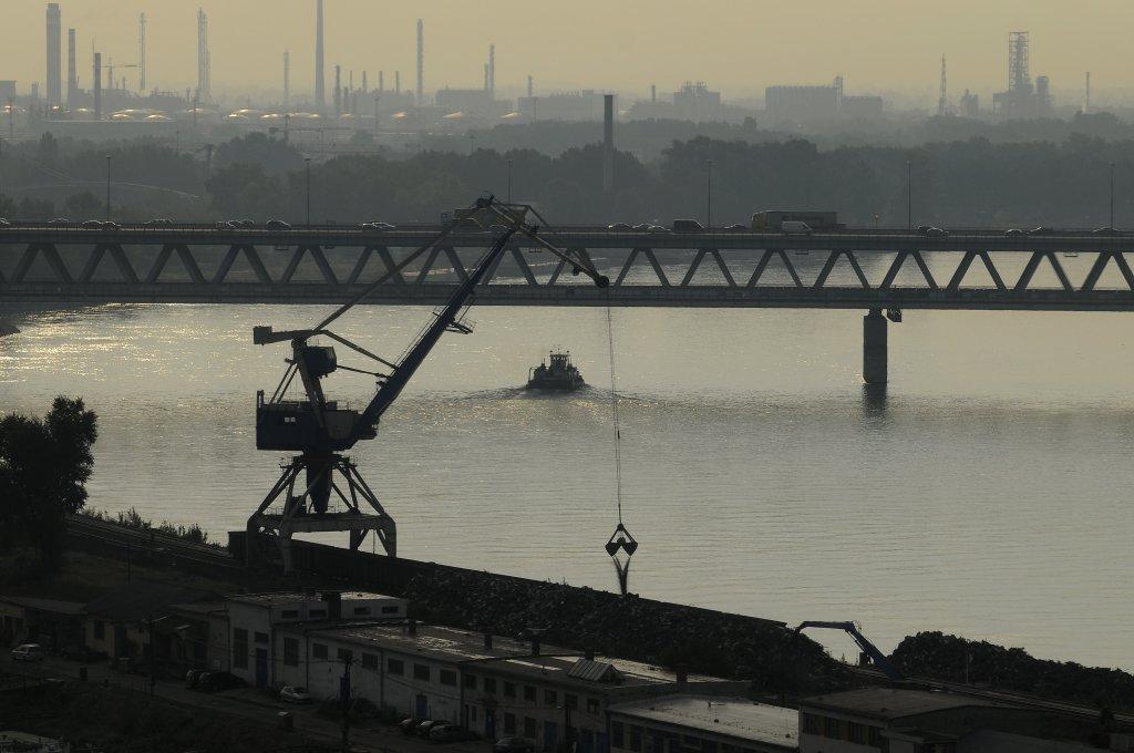 Prístavný most. Dĺžka aj s príjazdnými estakádami 2582 metrov. Maximálne rozpätie 204,8 metrov. Foto - TASR