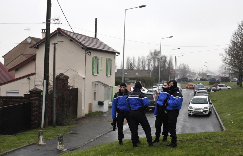 pátranie páchatelia obete karikaturisti stre¾ba obete francúzsky satirický týždenník Charlie Hebdo páchate¾ bratia Said Chérif Kouachi