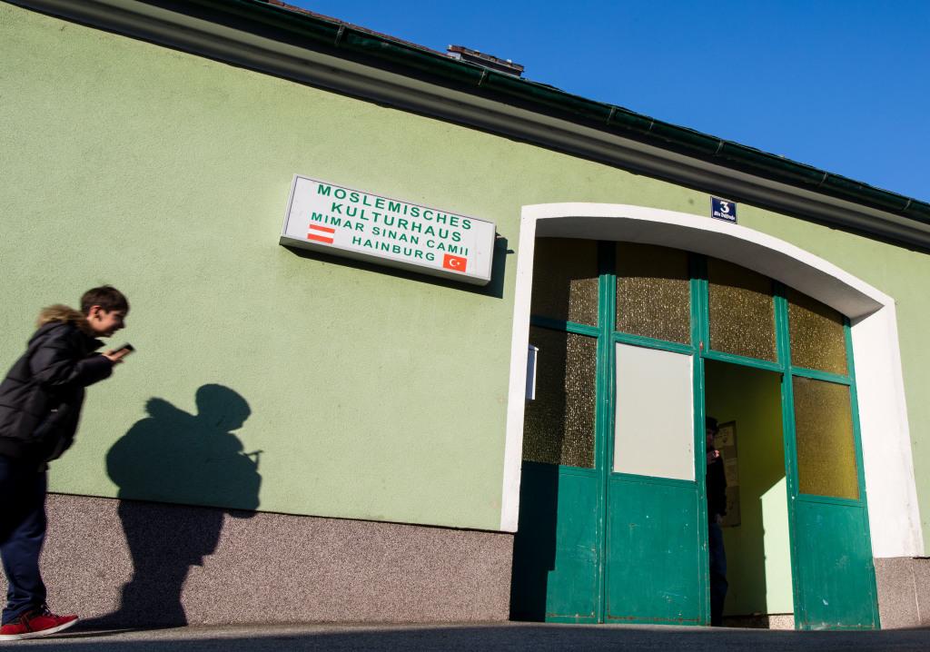 Mešita v Hainburgu je v radovej zástavbe. Foto N - Tomáš Benedikovič