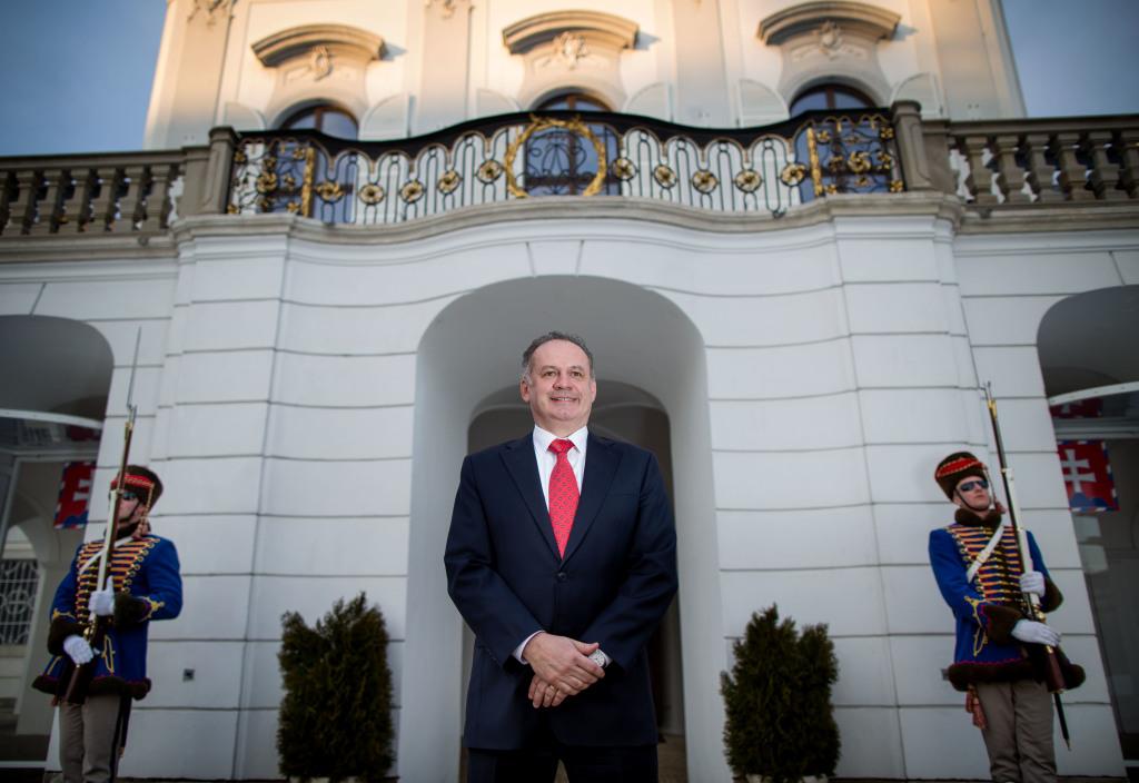 Andrej Kiska pred Prezidentským palácom. Foto N – Tomáš Benedikovič
