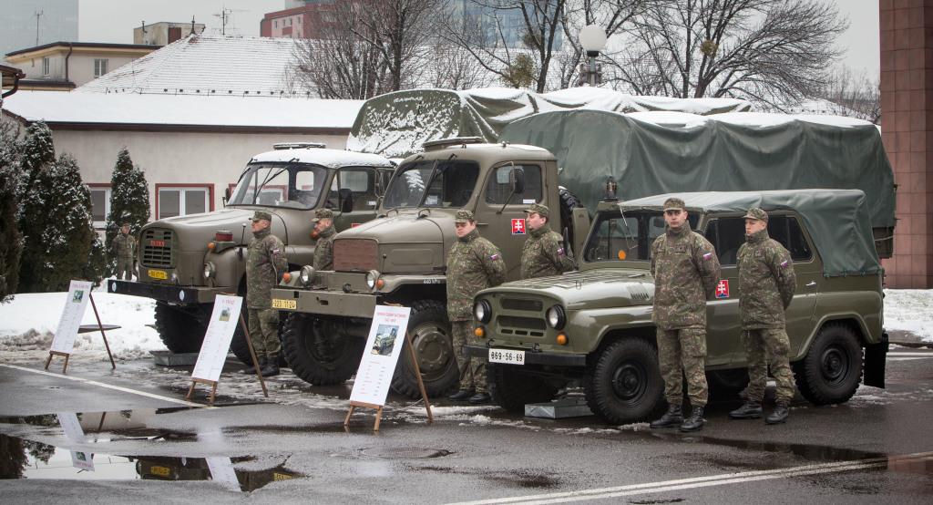 Nová technika nahrádza československé Tatry 148, Pragy V3S a sovietske UAZy. Foto N - T. Benedikovič