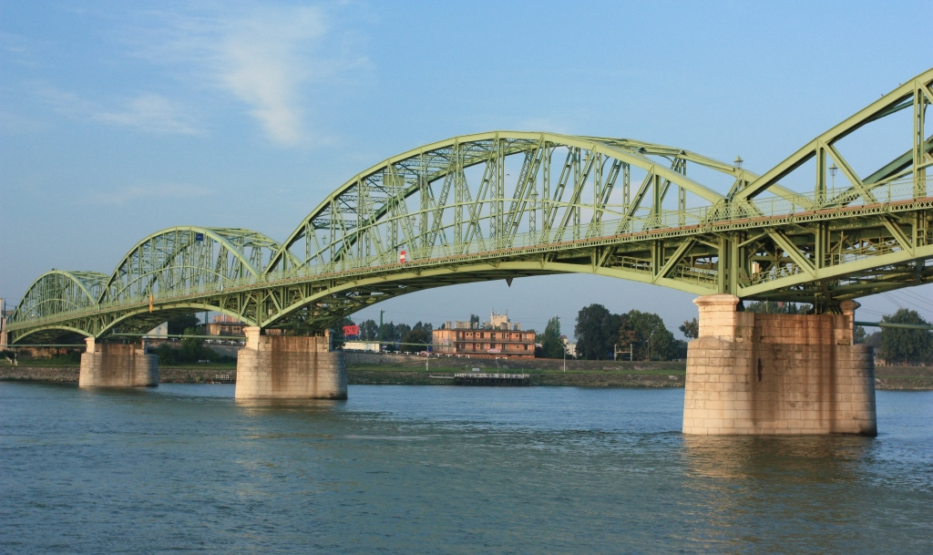 Alžbetin most. Dokončený v roku 1892. Dĺžka 415 metrov. Maximálne rozpätie 102 metrov. Foto - P. Paulík