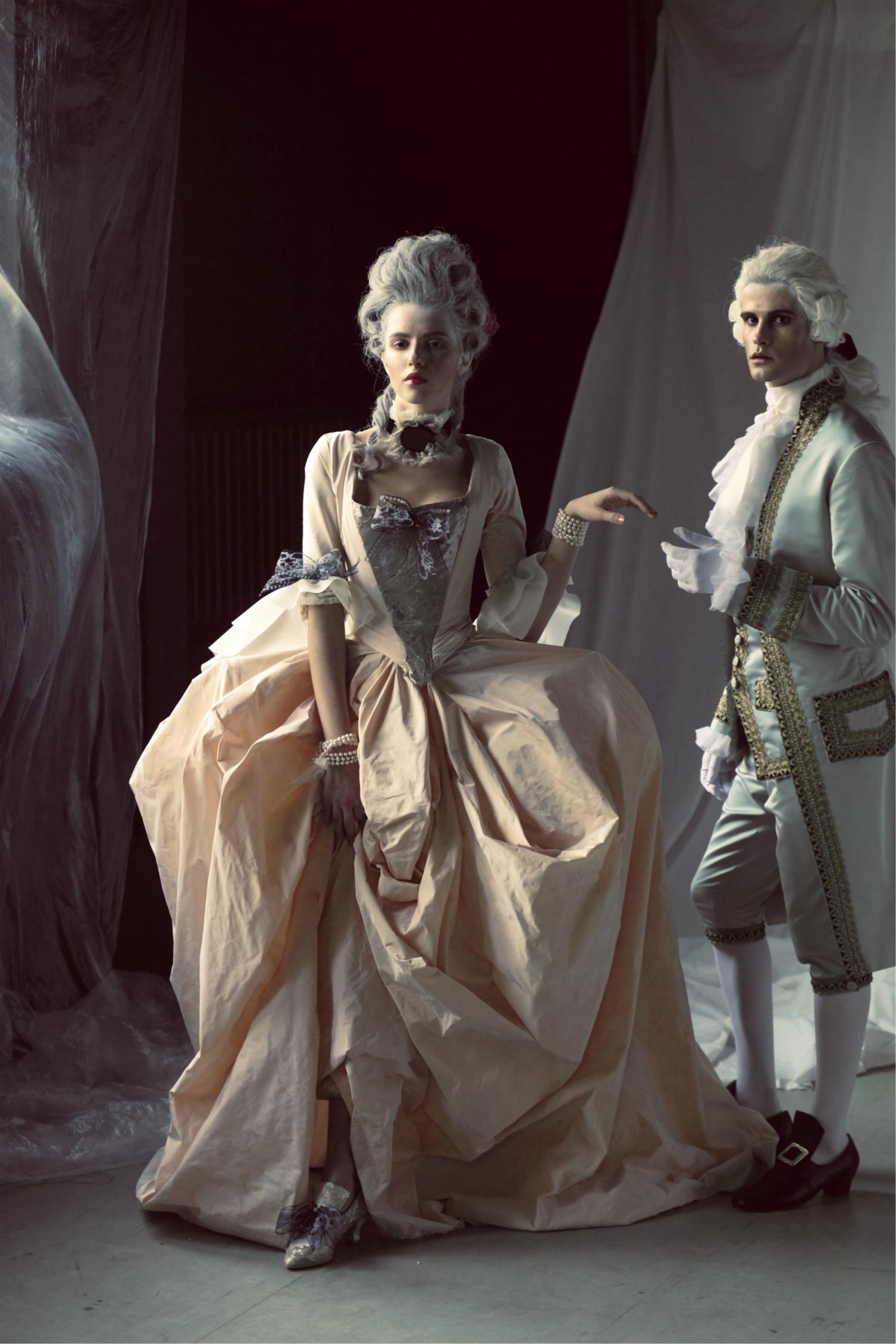 Historický kostým Marie Antoinetty pre divadlo z dielne Borisa Hanečku.