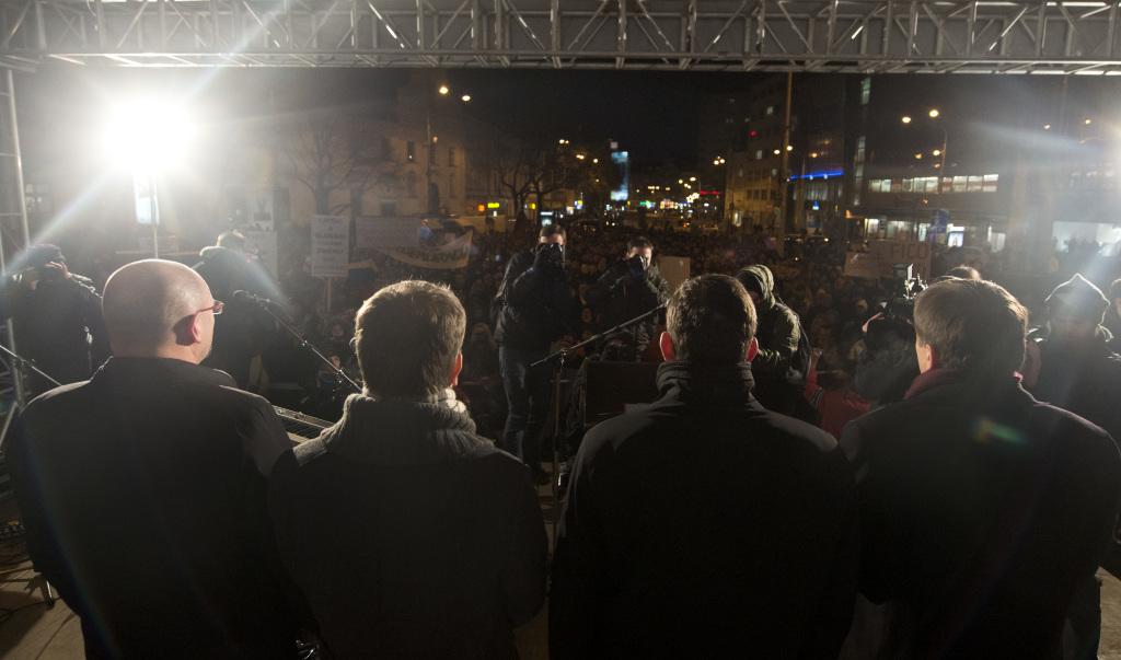 Prilákali ľudí na námestia. Dokážu aj k volebným urnám? Foto - Tasr