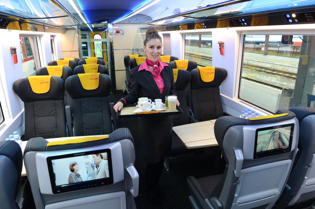 Vozne so zabudovanými monitormi označuje Jančura za najmodernejšie v Európe. Foto - TASR