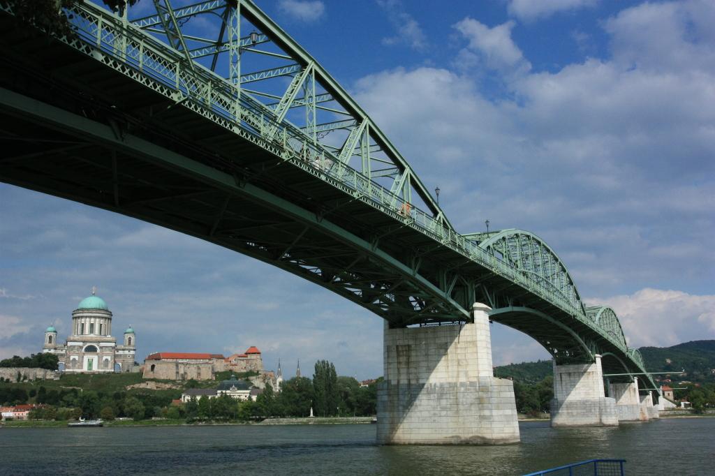 Most Márie Valérie. Obnovený v roku 2001. Dĺžka 496 metrov. Maximálne rozpätie 119 metrov. Foto - P. Paulík