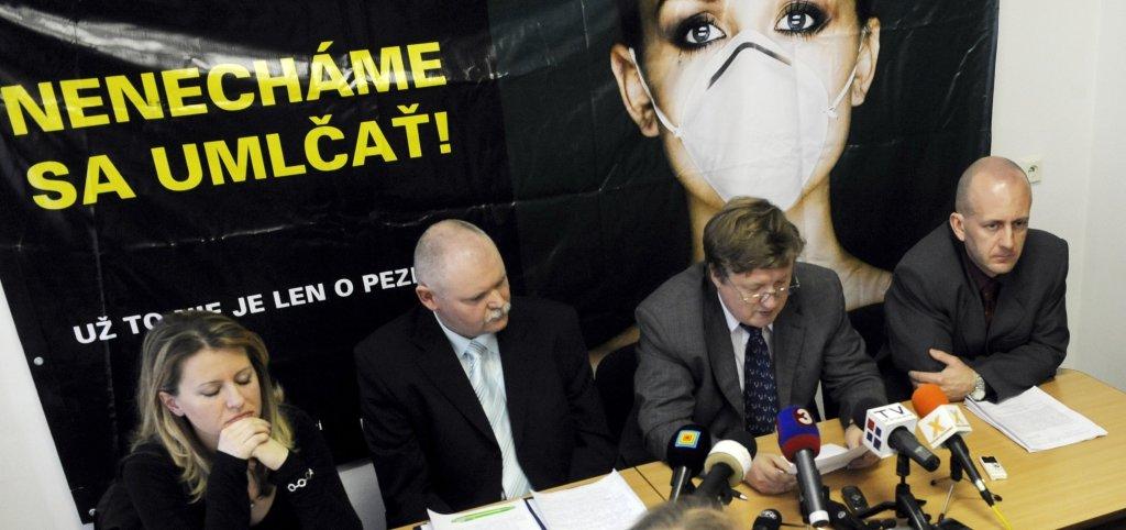pezinská kontroverzná skládka odpadu Obèianska iniciatíva územný plán komunálny odpad polícia obchodné zmluvy