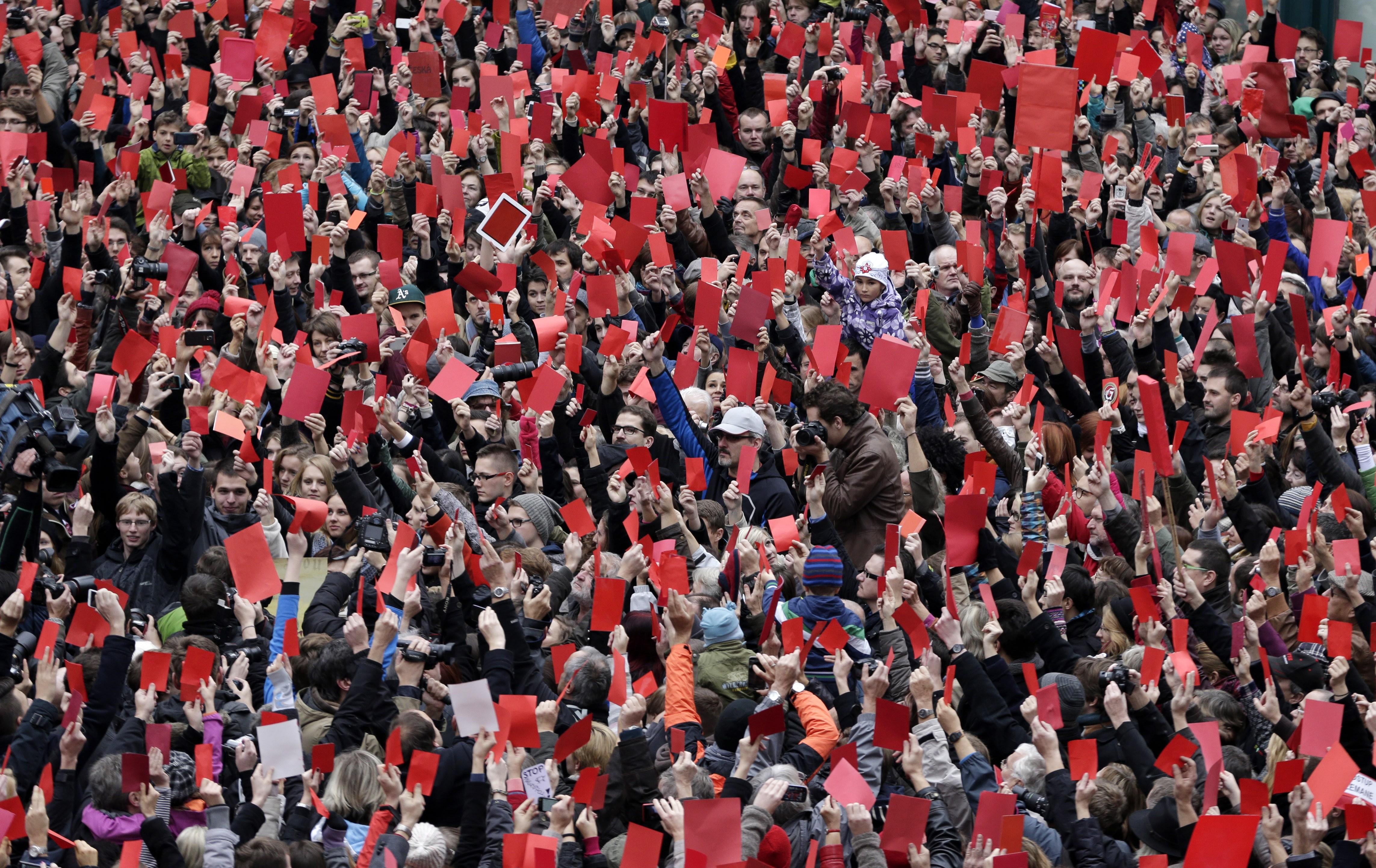 Červená karta pre Zemana. FOTO - TASR/AP