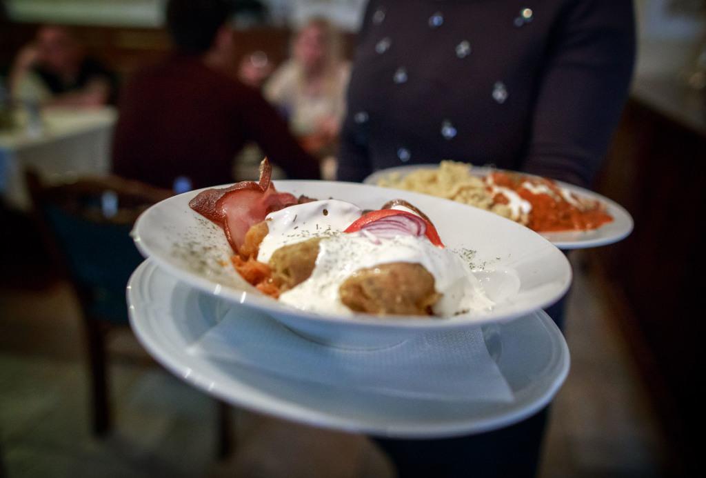 """Počas """"maškrtného štvrtka"""" sa v maďarských reštauráciách najete lacno a chutne. Foto N – Tomáš Benedikovič"""