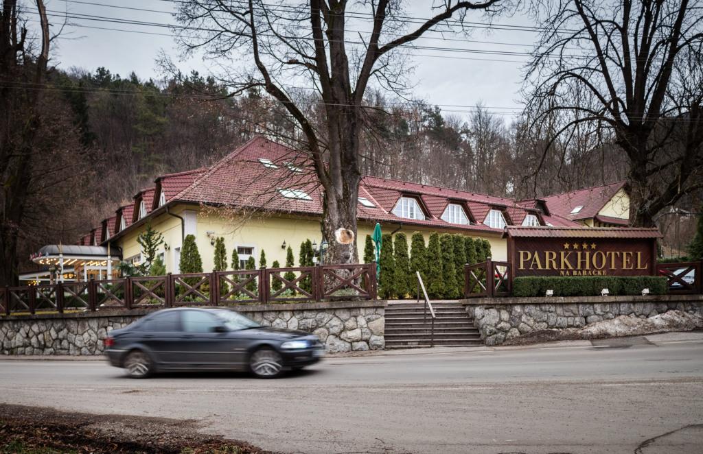 Patrí im aj tento hotel v Trenčianskych Tepliciach. Foto N - Tomáš Benedikovič