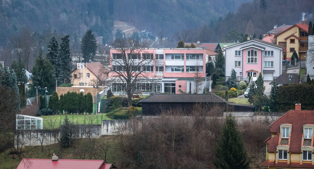 Mečiarovské sídlo v Trenčianskych Tepliciach. Foto N - Tomáš Benedikovič