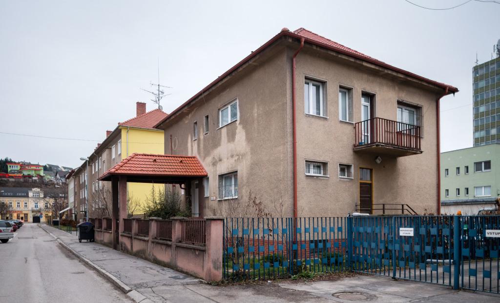 Tisova vila v Trenčíne, dnes v nej sídli výdajňa odevov ministerstva vnútra. Foto N - Tomáš Benedikovič