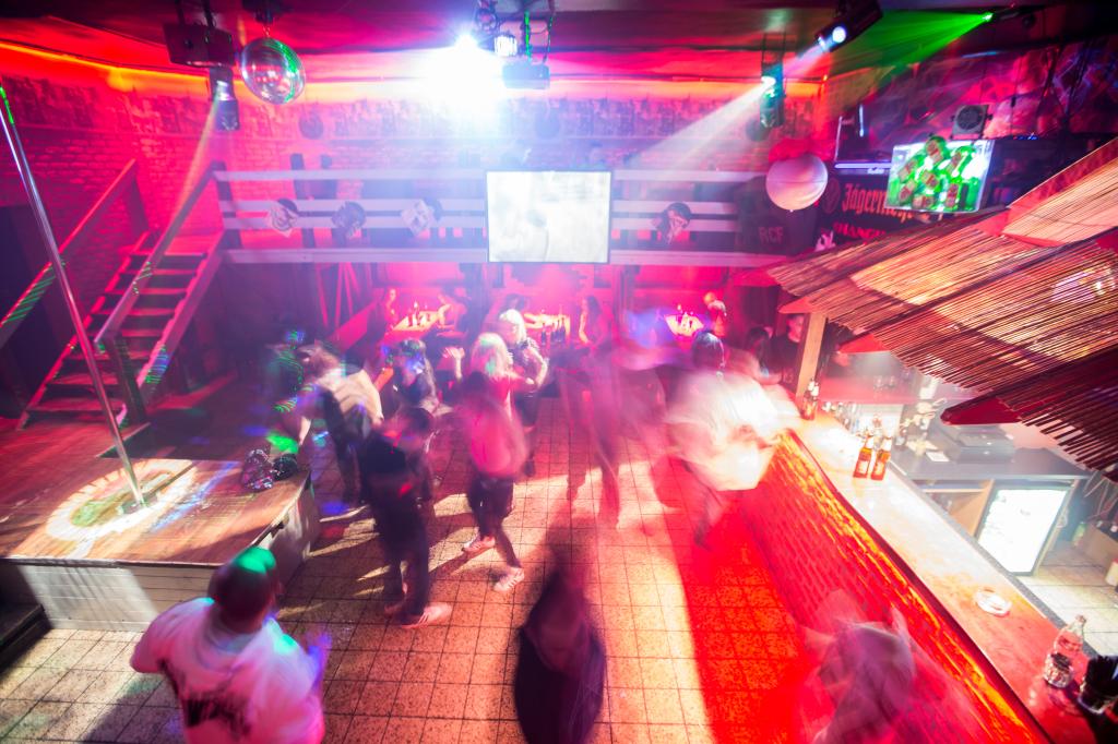 Shanghai club vo Vrútkoch je v piatok klasická diskotéka, soboty sú vyhradené pre homosexuálov. Foto N - Matej Dugovič