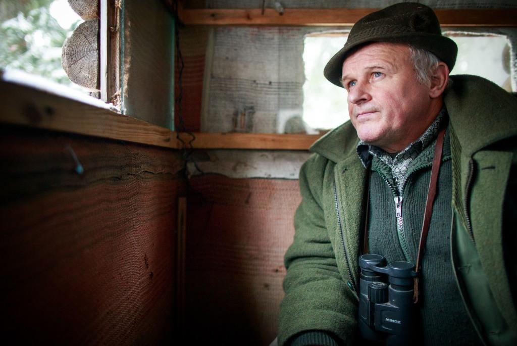 Poľovný hospodár z Hranovnice pri Poprade Ladislav Palguta miluje les. Na zver už veľmi nestrieľa, chodí ju na hodiny pozorovať. Foto N - Tomáš Benedikovič