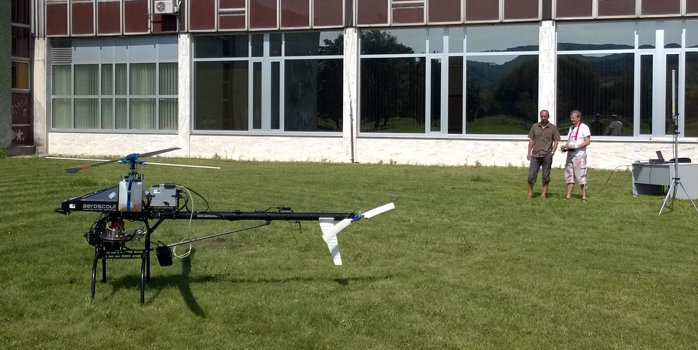 Legálne prevádzkovať dron nie je lacný koníček. Prešovská univerzita len na poistení svojho vrtuľníku platí 3500 eur ročne. Foto - Štefan Koco