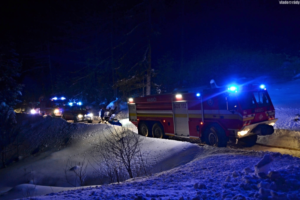 Chatu Baranec hasili niekoľko hodín profesionálni aj dobrovoľní hasiči.