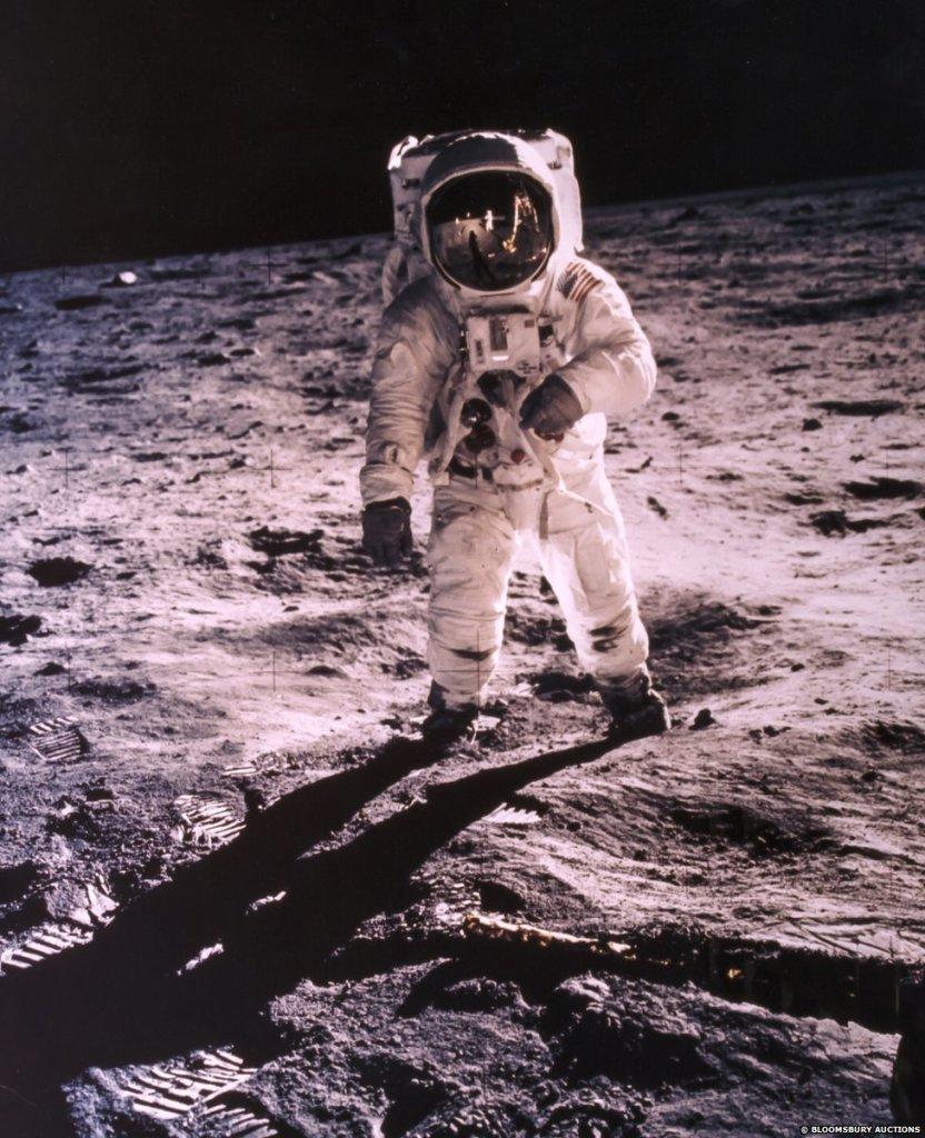Portrét Buzza Aldrina, 2. muža na Mesiaci. Misia Apolllo, rok 1969 (visor photo). FOTO - Bloomsbury Auctions