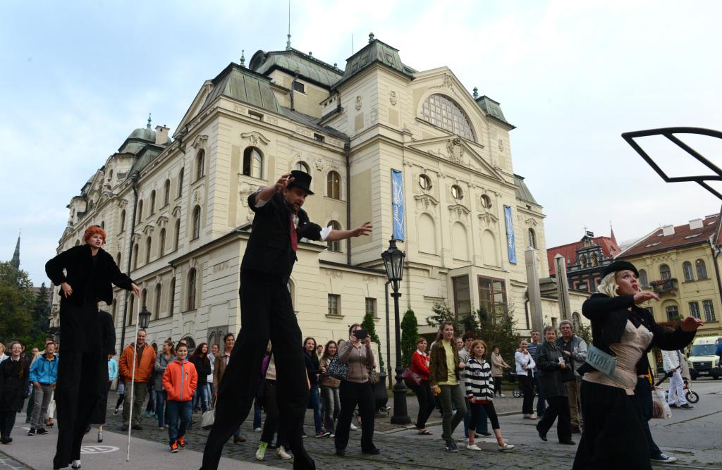 otváracie predstavenie festivalu èeskobudìjovického divadla Kvelb Èerná rodinka Historická budova ŠD Košice exteriér