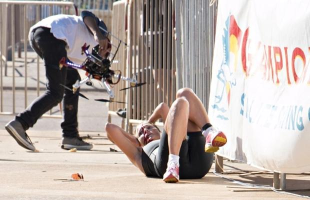 Nehody spôsobované dronmi sa stávajú realitou. Vlani v apríli narazil dron do účastníčky triatlonu v západnej Austrálii. Foto - Browning Media