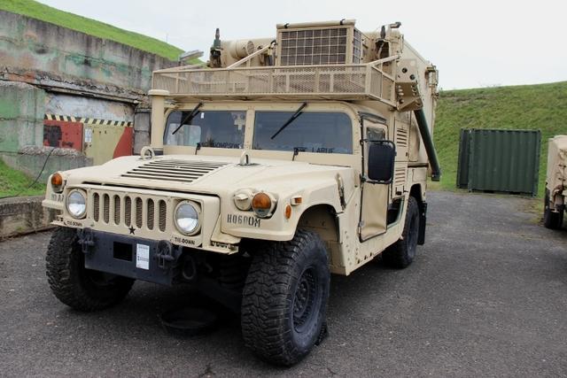 Armáda priváža dve viacúčelové vozidlá, prezívané Humvee (známa je aj ich civilná verzia Hummer). Foto - Army.cz