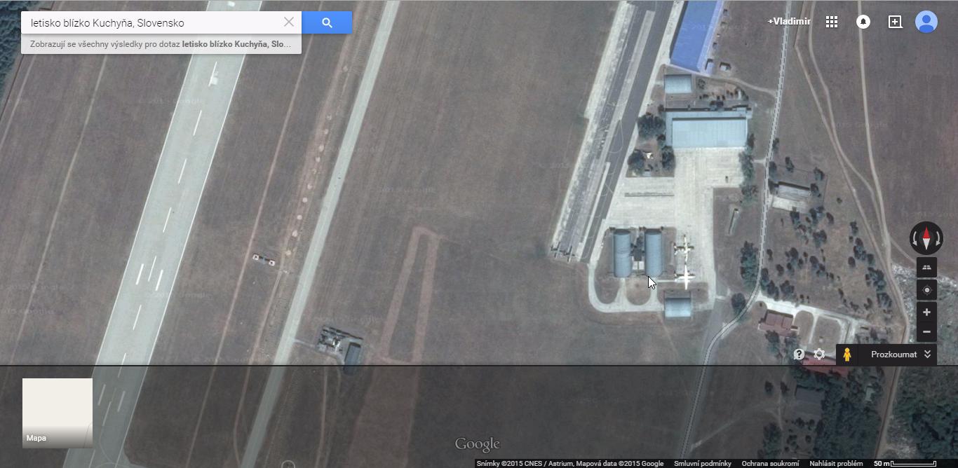 Vojenské základne je možné skúmať aj bez dronu. Takto ukazuje Google armádne letisko pri Malackách.
