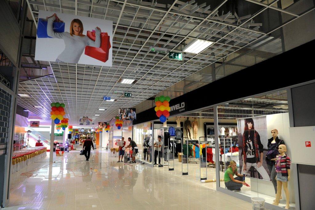 Jediným väčším nákupným centrom, ktoré vyrástlo v okresnom meste, nie v sídle kraja čo v hlavnom meste, je Madaras v Spišskej Novej Vsi. Foto - TASR