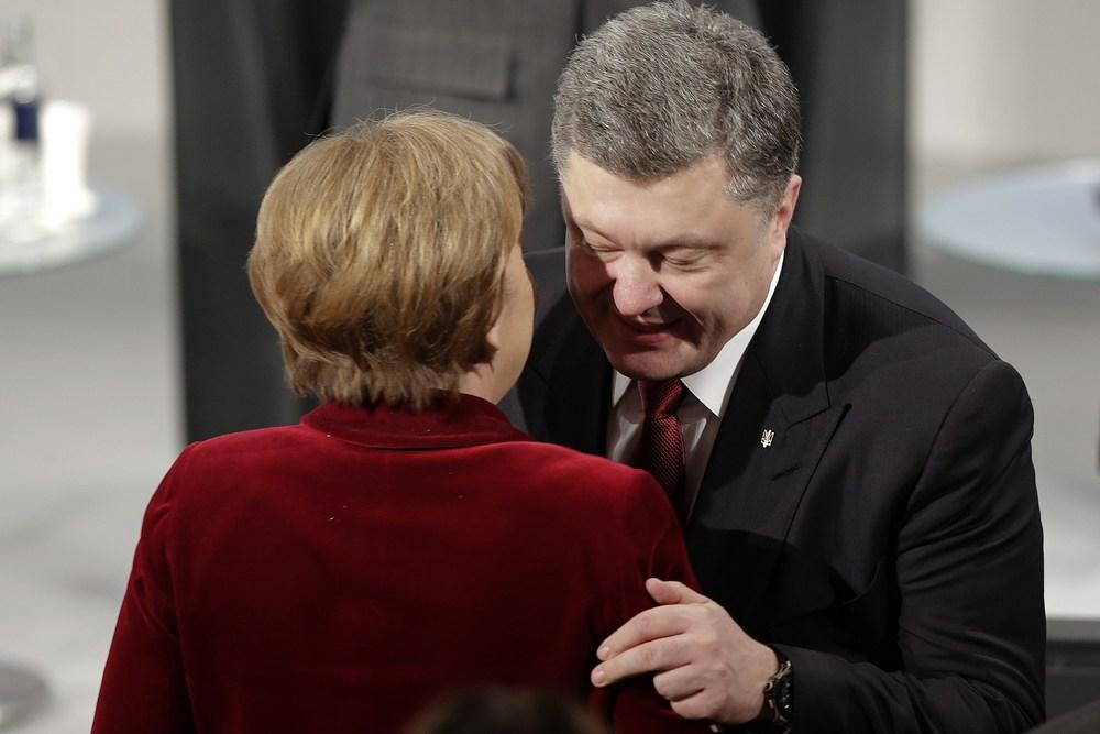Merkelová sa v Mníchove zvítala s Porošenkom. Foto - AP