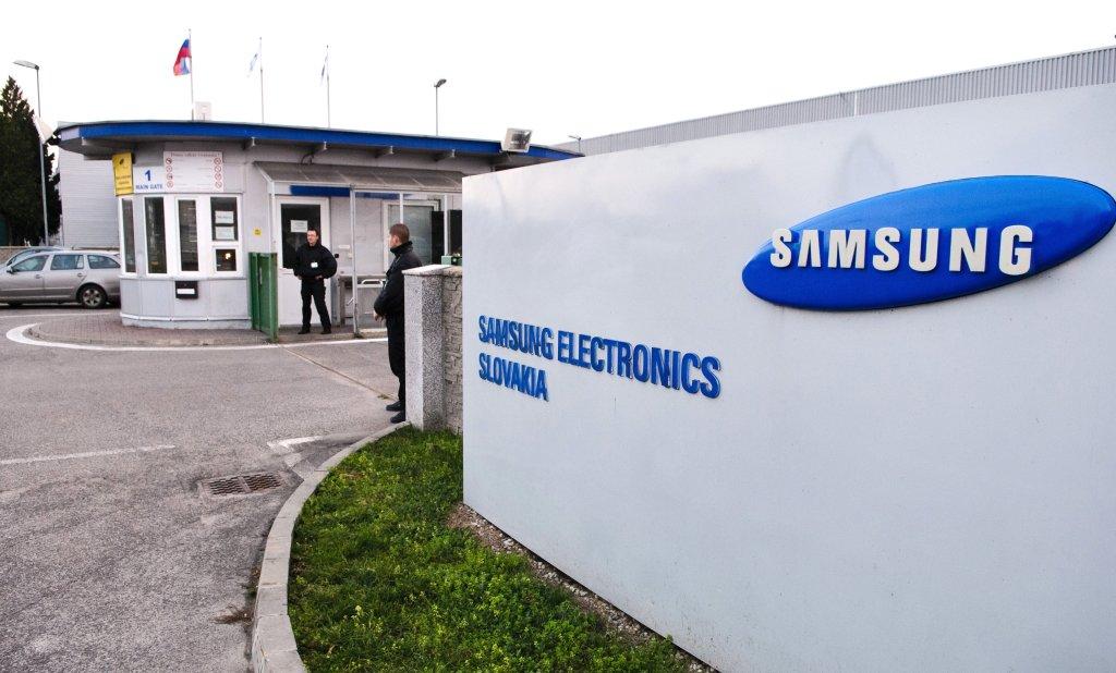 Závody Samsungu v Galante a Voderadoch patria k tým, ktoré stále viac spoliehajú na cudzincov. Foto - TASR