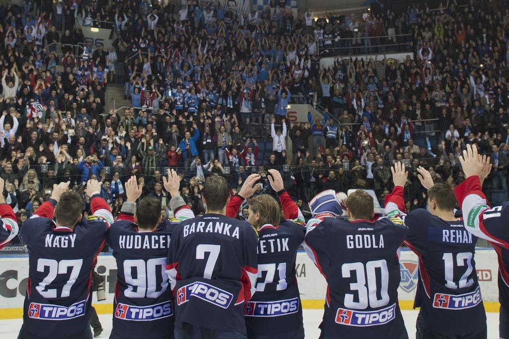 diváci rozlúèka hokejisti slovanisti