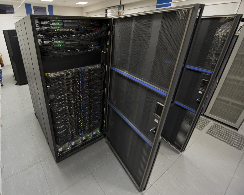 Superpočítač Aurel bol zmluvne tak trochu utajený. Foto - TASR
