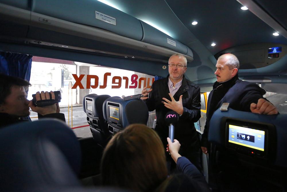 Banskobystrický župad Kotleba stojí zatiaľ na strane RegioJetu. Udelil mu licenciu, ktorú mu v Bratislave odmietli. Foto - TASR