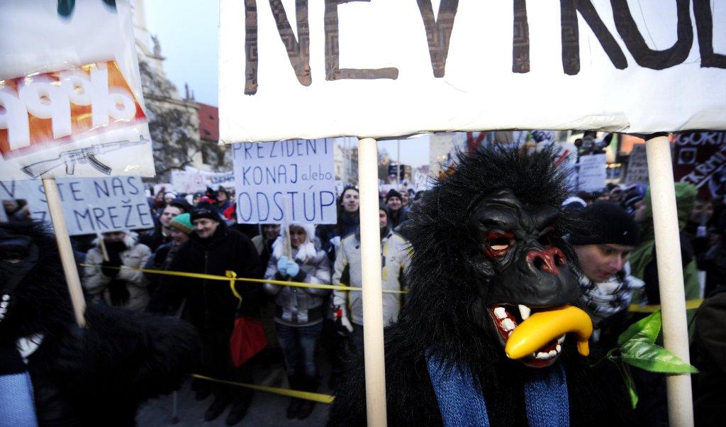 Protesty Gorila na začiatku roka 2012 dostali do ulíc tisíce ľudí. Foto - TASR