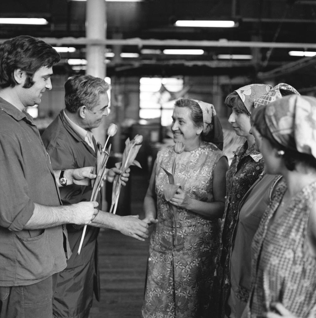 Medzinárodný deň žien oslavovali v roku 1978 aj v závode MDŽ,  kde pracovali tri štvrtiny žien. Foto - TASR