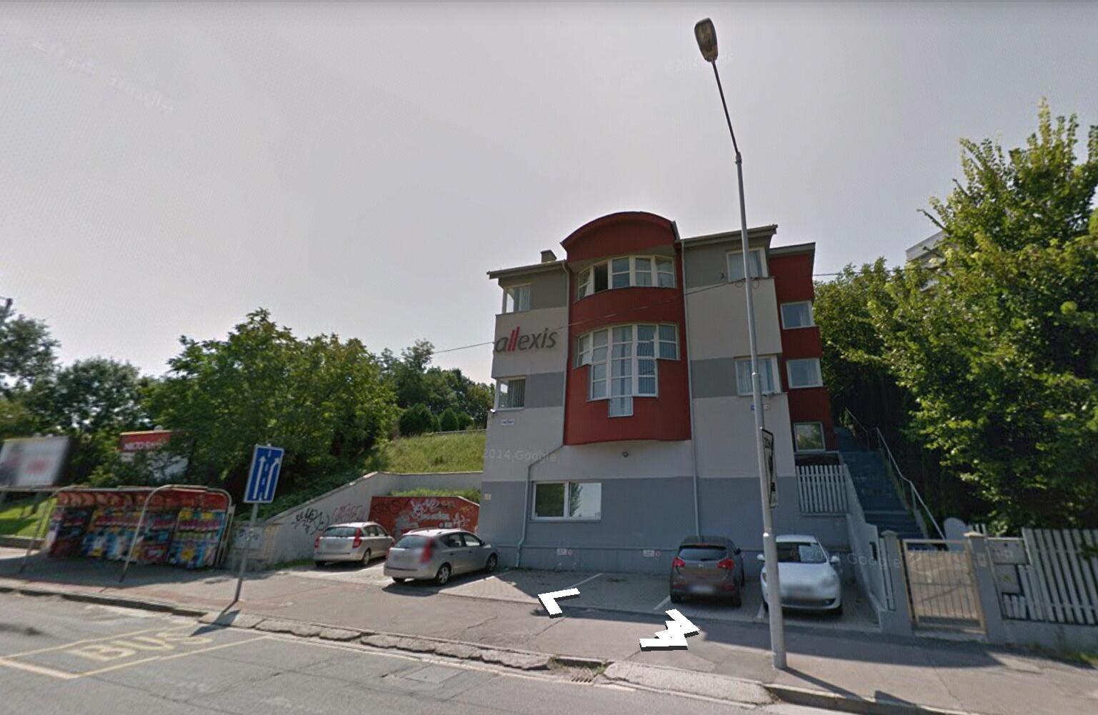 Allexis sídli v nenápadnej budove v Mlynskej doline. Foto - Google