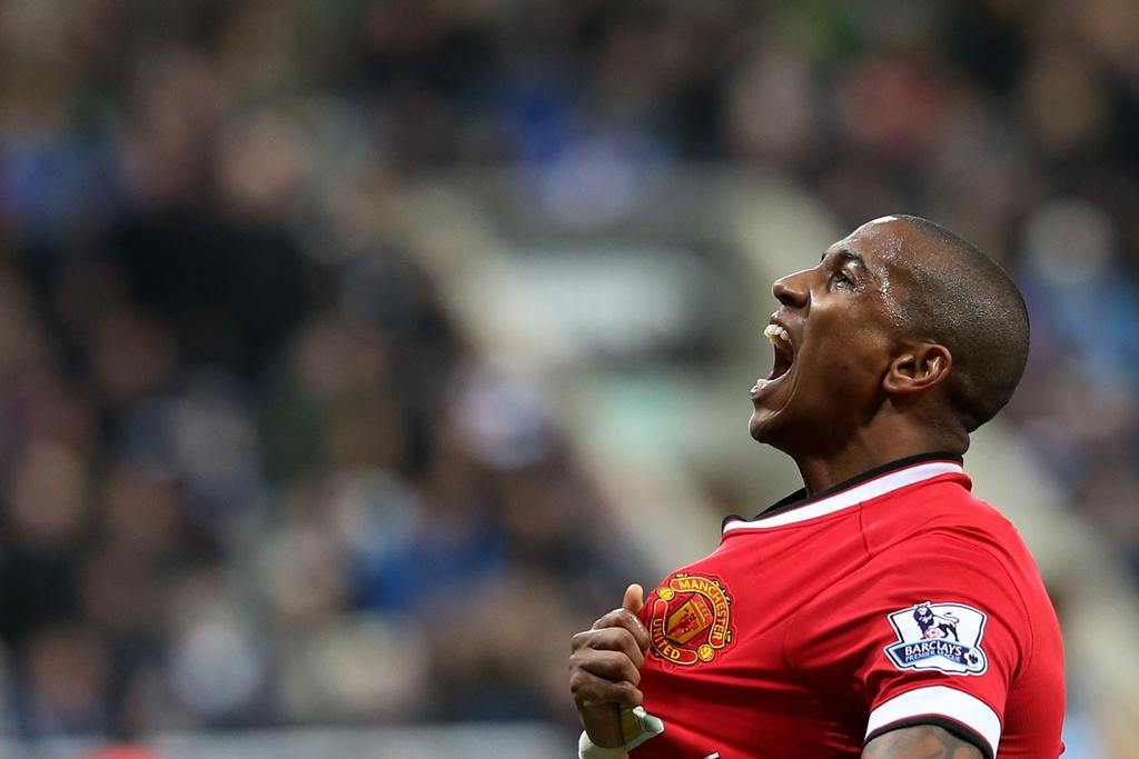 Manchester United rozhodol o víťazstve v Newcastli v 89. minúte a udržal sa na štvrtom mieste. Foto - AP