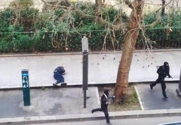 Pri januárovom útoku na redakciu časopisu Charlie Hebdo zastrelili islamisti desiatich novinárov a dvoch policajtov.