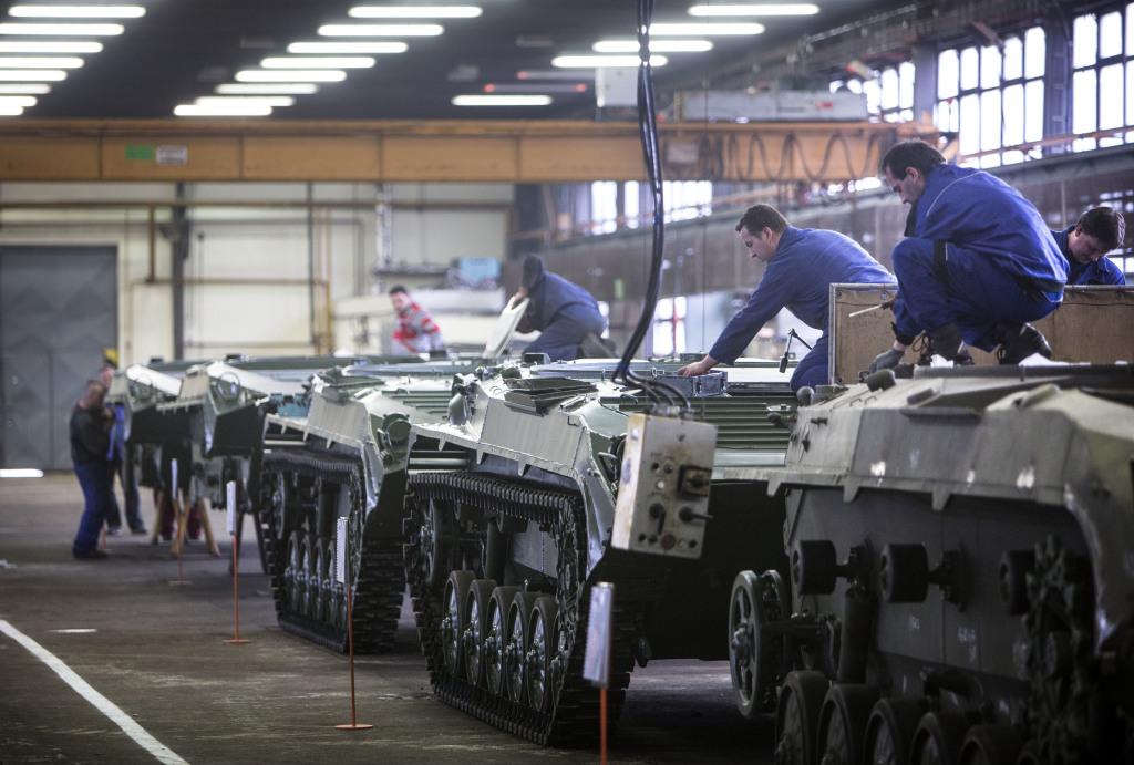 Do výroby by Excalibur zrejme zapojil opravárenský podnik Trenčíne, kde sa v súčasnosti robí primárne servis Bojových vozidiel pechoty. Foto N - Tomáš Benedikovič