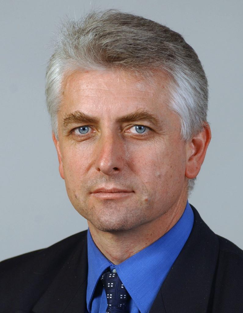 Po odchode z parlamentu sa Jozef Brhel pre médiá nechal fotiť zriedka. Tu je ešte poslanec. Foto - Archív TASR
