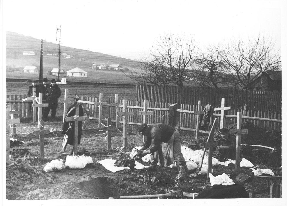 Exhumácia padlých.