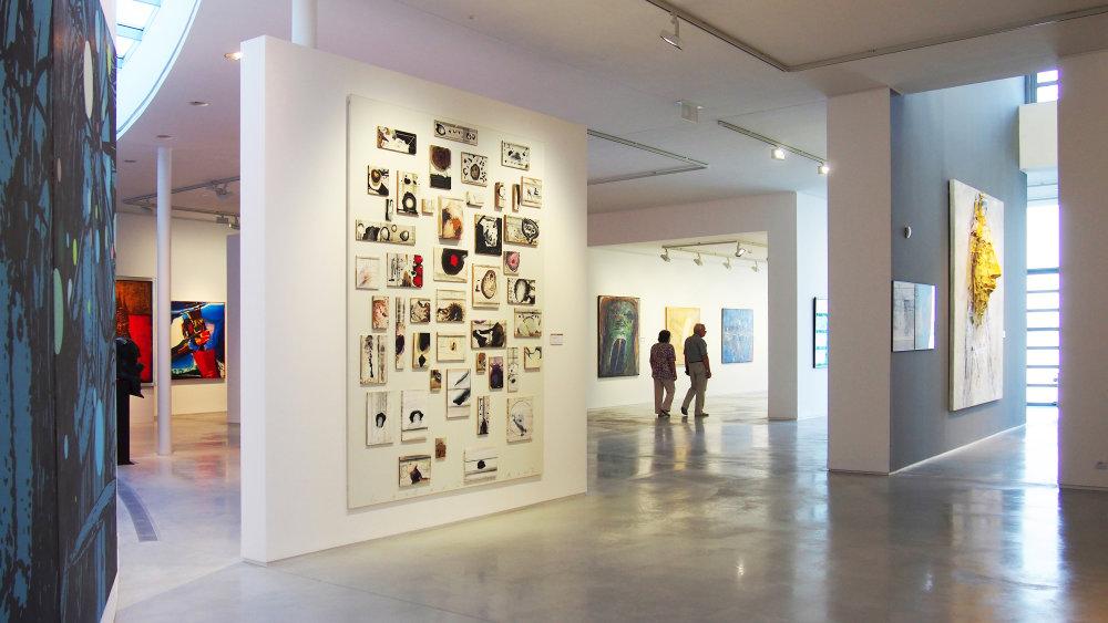 V novej časti sú vystavené najmä diela zo zbierky Gerarda Meulensteena, galéria sa zaviazala za 20 rokov vytvoriť vlastnú zbierku. Peniaze nemá, preto diela získava darom. Foto - Ján Kukuľa.