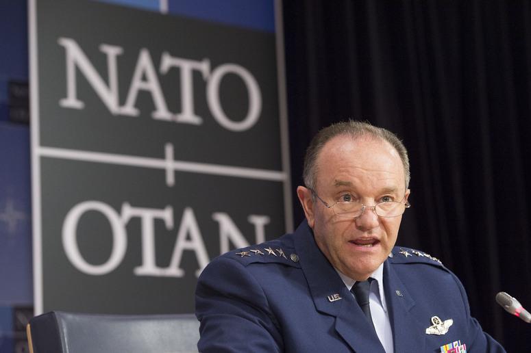 Najvyšším veliteľom amerických vojsk i vojsk NATO v Európe je štvorhviezdičkový generál Philip Breedlove. Foto - NATO