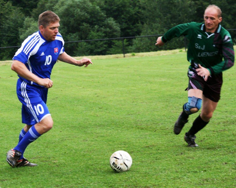 V čase podpresedovania hral viac futbal, ako riadil schôdze. Foto - TASR