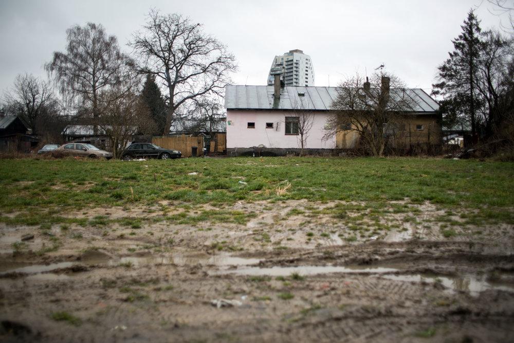 Miesto vraždy. Dom mesto pred polrokom zbúralo. Preč pôjdu aj ostatné príbytky Rómov. Na pozemkoch bude vilová štvrť.