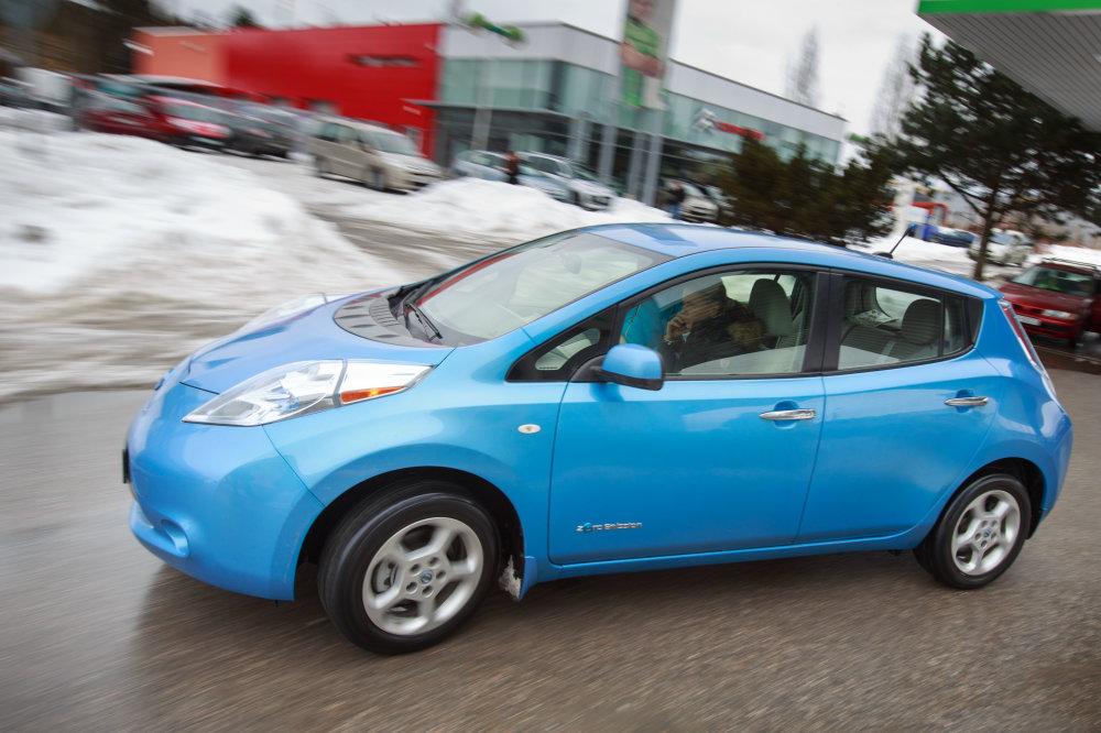 Nissan Leaf je na trhu od konca roku 2010, najviac sa ich predáva v USA. Foto N - Tomáš Benedikovič