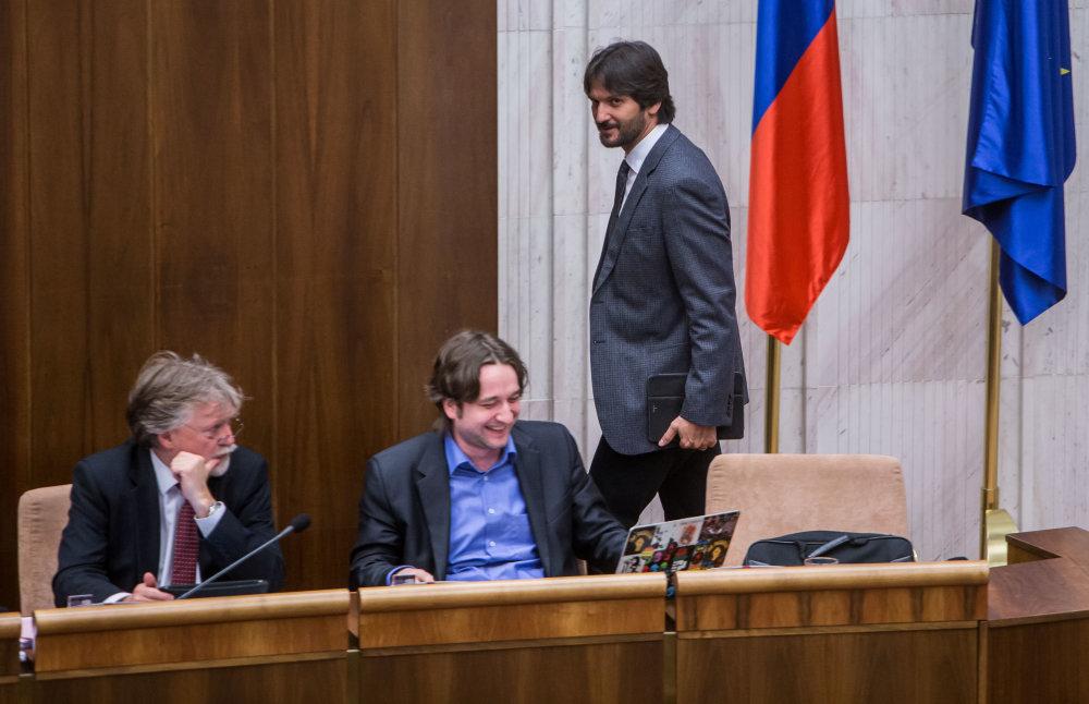 Do pléna prišiel Robert Kaliňák. Iní ministri tu nie sú. Foto N - Tomáš Benedikovič