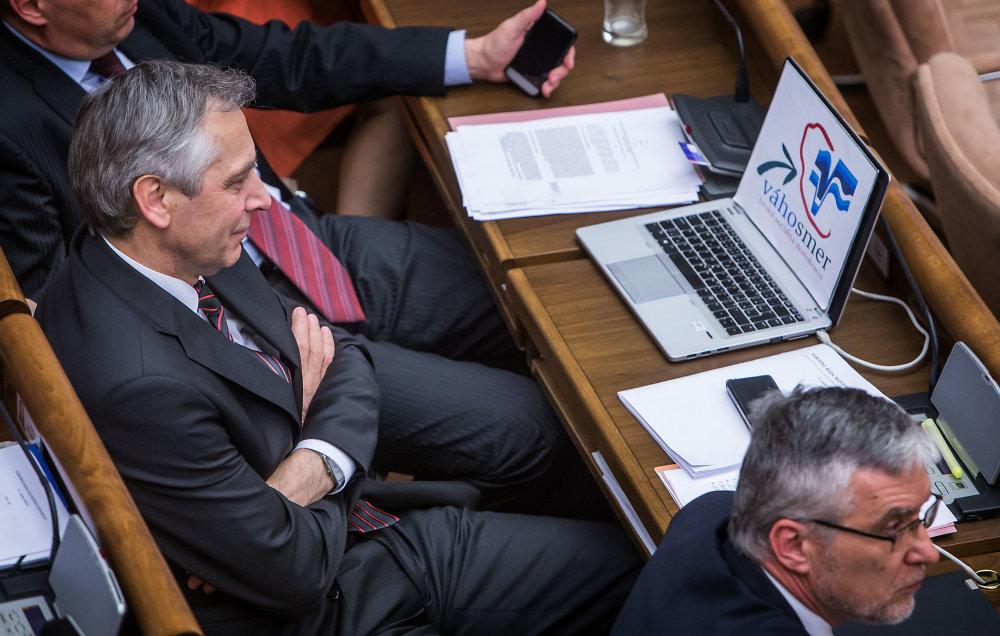 Figeľ už počúva poslancov, ktorí ho odvolávajú. Foto N - Tomáš Benedikovič