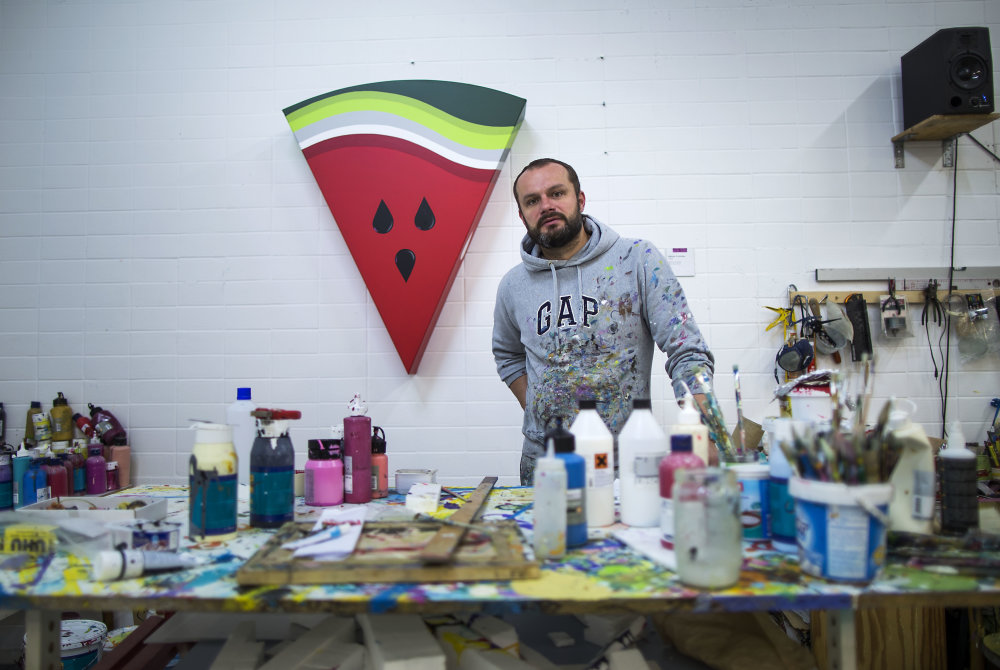 Výtvarník Erik Šille vo svojom ateliéri. Foto N - Tomáš Benedikovič