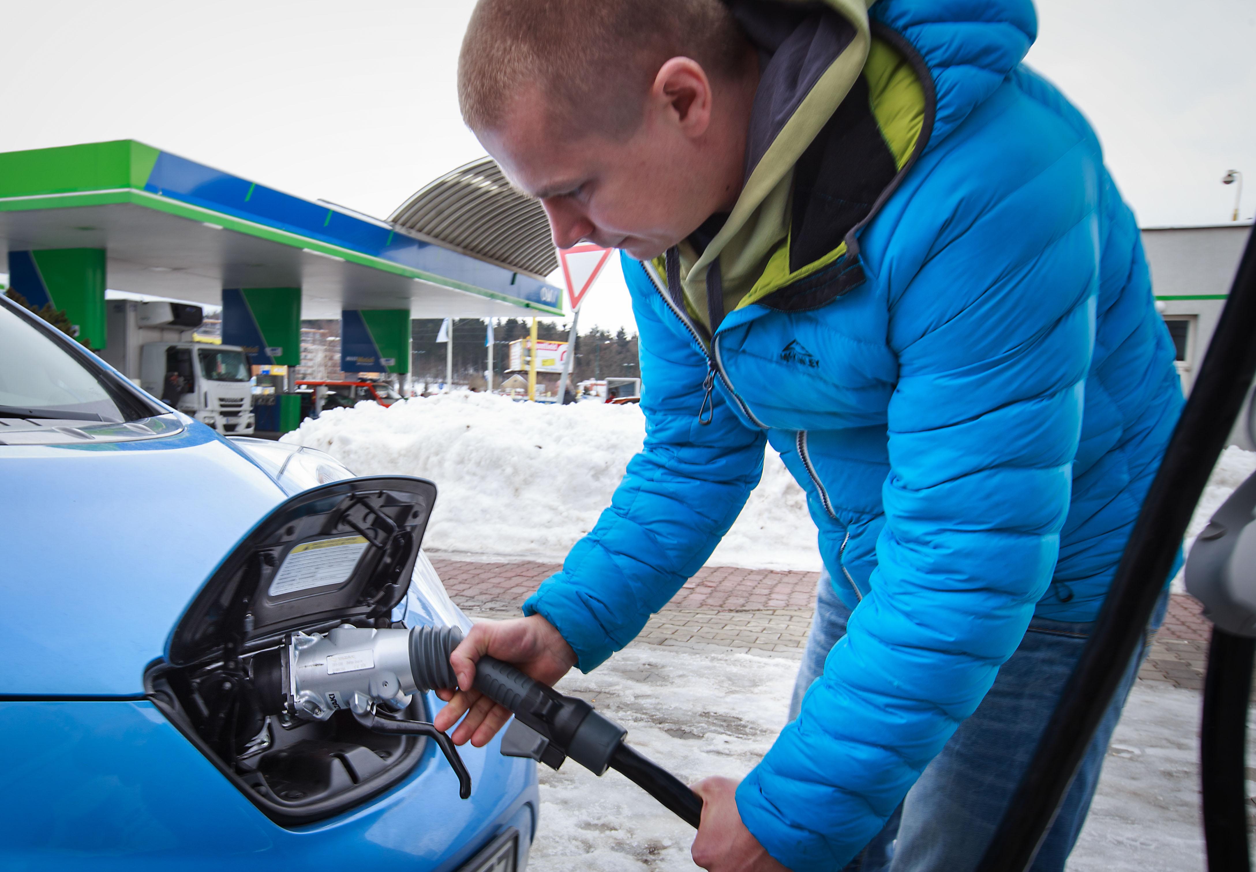 """""""Tankovanie"""" podľa Sagana trvá 35 až 40 minút. Foto N - Tomáš Benedikovič"""